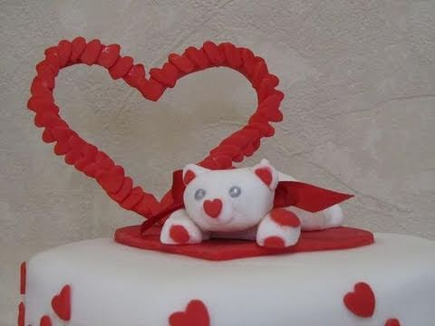Torta Di San Valentino Con Orsetto In Pasta Di Zucchero