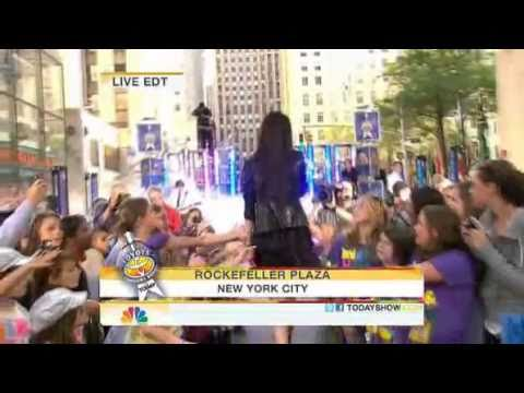 Miranda Cosgrove - Kissin U (Live on Today Show)