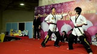 Kung fu Christmas performance at Pacific Palisades Heng Yue Yen Long Kwon  恆宇仁龍拳