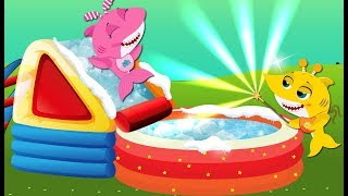 Baby Shark Stuck in the Toboggan & Color Swimming Pool! Baby Shark Song and Nursery Rhymes