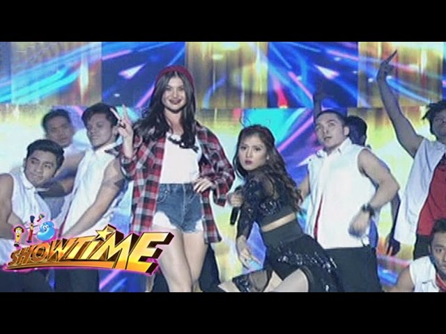 It's Showtime: Anne and Alex in a singing showdown