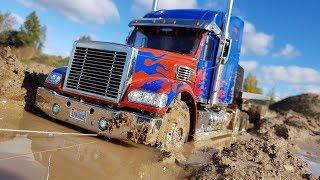 ВЫТАСКИВАЕМ ГРУЗОВИК ИЗ ГРЯЗИ ТАНКОМ ... RC Truck Tamiya