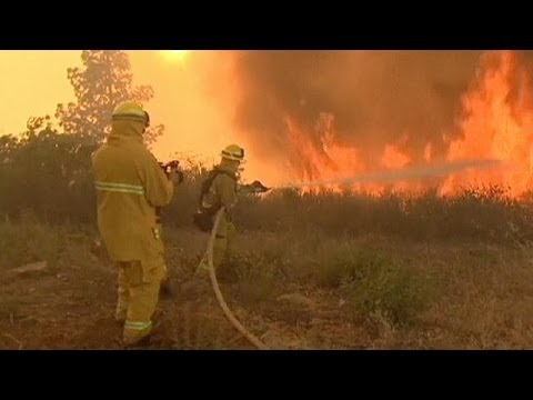 Thousands flee raging California wildfires