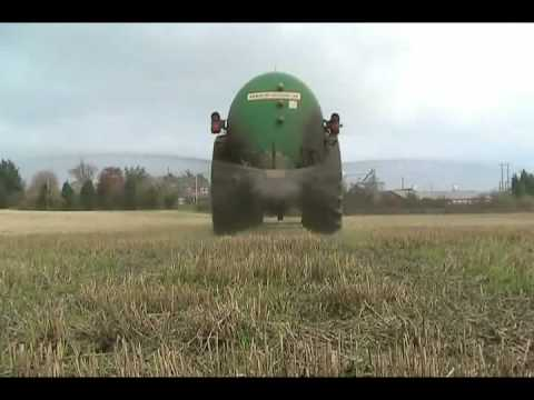 John Deere 6830 Spreading Pig Slurry Video