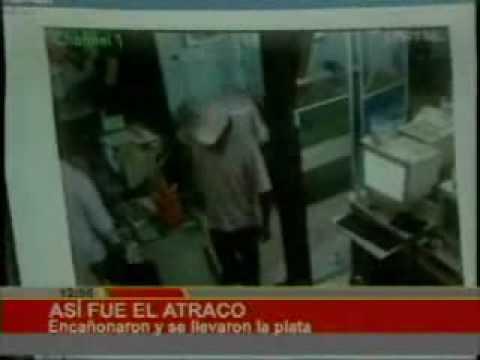 Atraco a café internet a mano armada fue filmado.   Bolivia-red.com  
