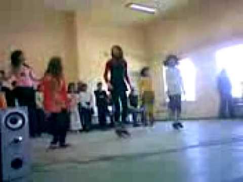 8 Martie fetele din clasa a VI-a :))