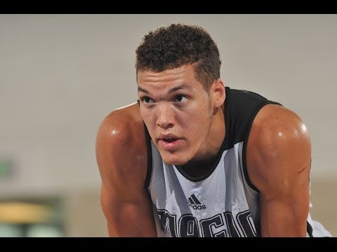 Aaron Gordon RIPS the ball out of the sky!