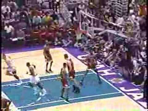 Bulls vs Jazz 1997 - Game 4 - Michael Jordan 22 points