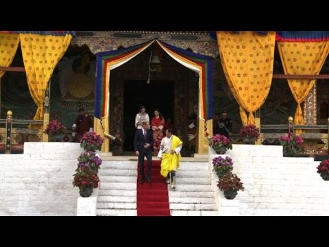 Britain's Will and Kate meet Bhutan's royals