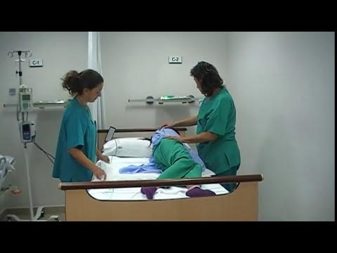 Cambiar el pañal paciente encamado.MOD