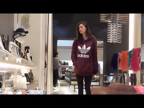 Belén Rodríguez e Andrea Iannone durante lo shopping