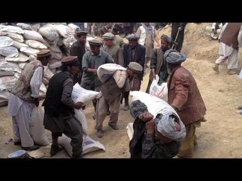 Afghanistan: families displaced by landslides given food aid