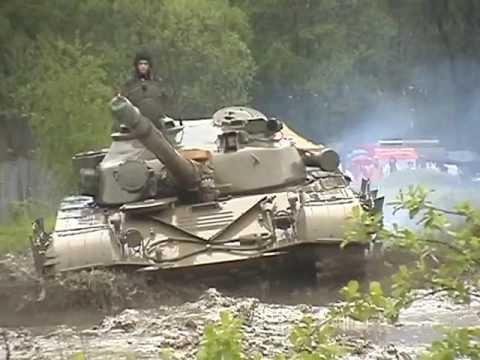 Tank T-72 jízda v terénu a interier