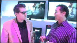 CES 2011 - Active and passive 3D glasses at the LG booth