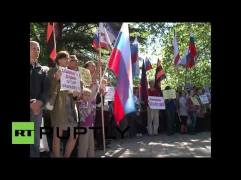 Russia: Simferopol residents rally in support of 'self-rule' referendum