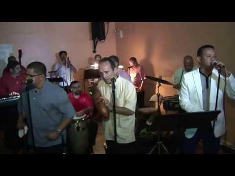 """"""" Las Caras Linda""""  Cantando Armando Son Jimenez con  Boricua Legends en Side Street video by Jose R"""