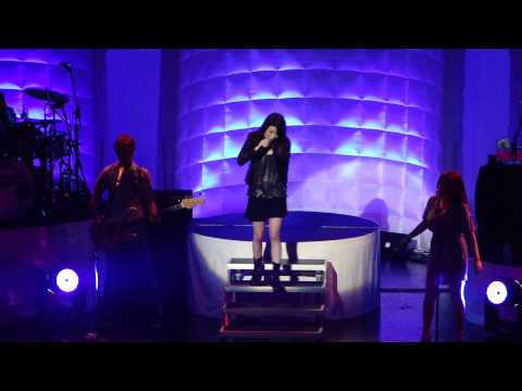 Miranda Cosgrove - Kissin' U (live At Hard Rock Orlando) video