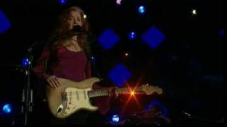 Watch Bonnie Raitt Silver Lining video