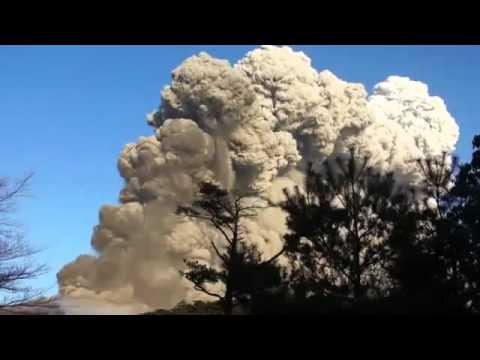 В Японии началось извержение вулкана Синмоэ - 11.03.2011