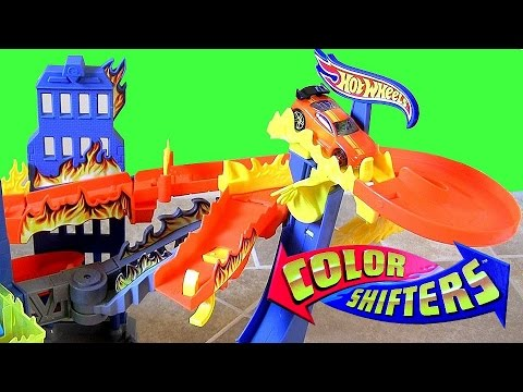 Color Shifters Flame Fighters Playset Hot Wheels Track with Dunk Tank & Launcher Color Changers Cars