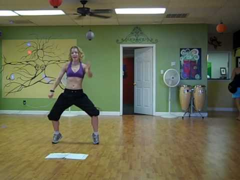 Zumba Fitness: Waka Waka video