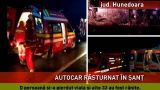 Autocar răsturnat, pe o șosea din județul Hunedoara