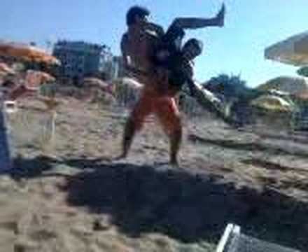 Headscissor takedown on the beach