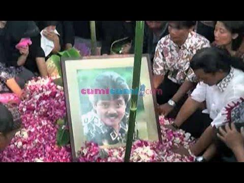 Tangis Histeris di Pemakaman Mamiek - WasWas 05 Agustus 2014