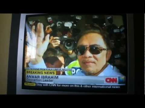 Anwar Ibrahim Interview Live CNN vi  telephone after leaving court for sodomy case 901 2012