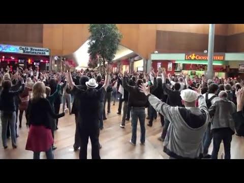 Flash Mob Grand'place - Grenoble Gospel Singers - Elijah rock