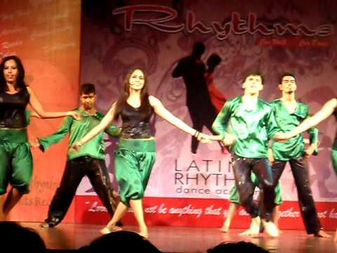 chaar baj gaye lekin party abhi (bollywood songs fusion dance...