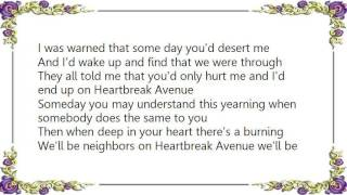 Watch Connie Smith Heartbreak Avenue video