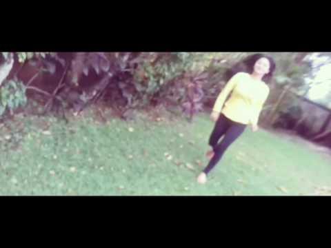 DEWI PERSSIK - Mau Tak Mau (Aku Terluka) Video Lirik