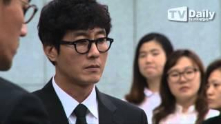 [tvdaily] 수척해진 얼굴로 어머니를 보내는 ★김주혁★ (모친상 발인식)