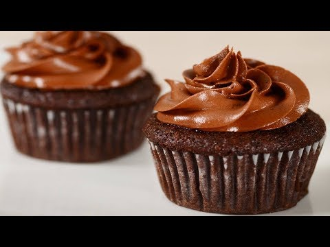 Banana Chocolate Cupcakes Recipe Demonstration - Joyofbaking.com