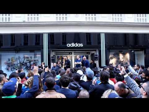 Zidane inaugure sa fresque à Marseille #zidaneisallin