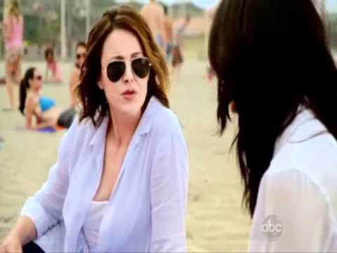 Cougar Town: Girls at beach