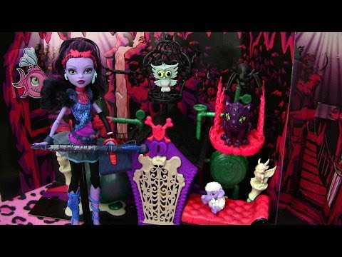 MONSTER HIGH SECRET CREEPERS CYRPT PLAY SET REVIEW VIDEO!! :D