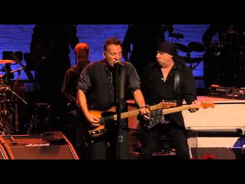 Death To My Hometown ( apollo 2012 ) bruce springsteen