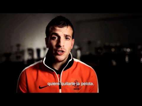 Rafael Van Der Vaart - Dominio en la media cancha - www.futbol-freestyle.com