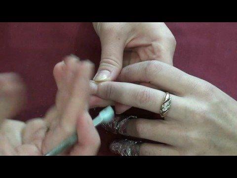 Как снять искусственные ногти?
