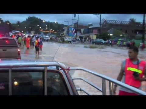 http://teknomadics.com - Reporting live from the flood in Khuraburi, Southern Thailand. Dancing in the rain, sweet stranded dogs, overflowing river, flooded ...