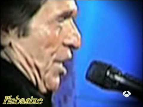 Raphael pierde un diente mientras canta