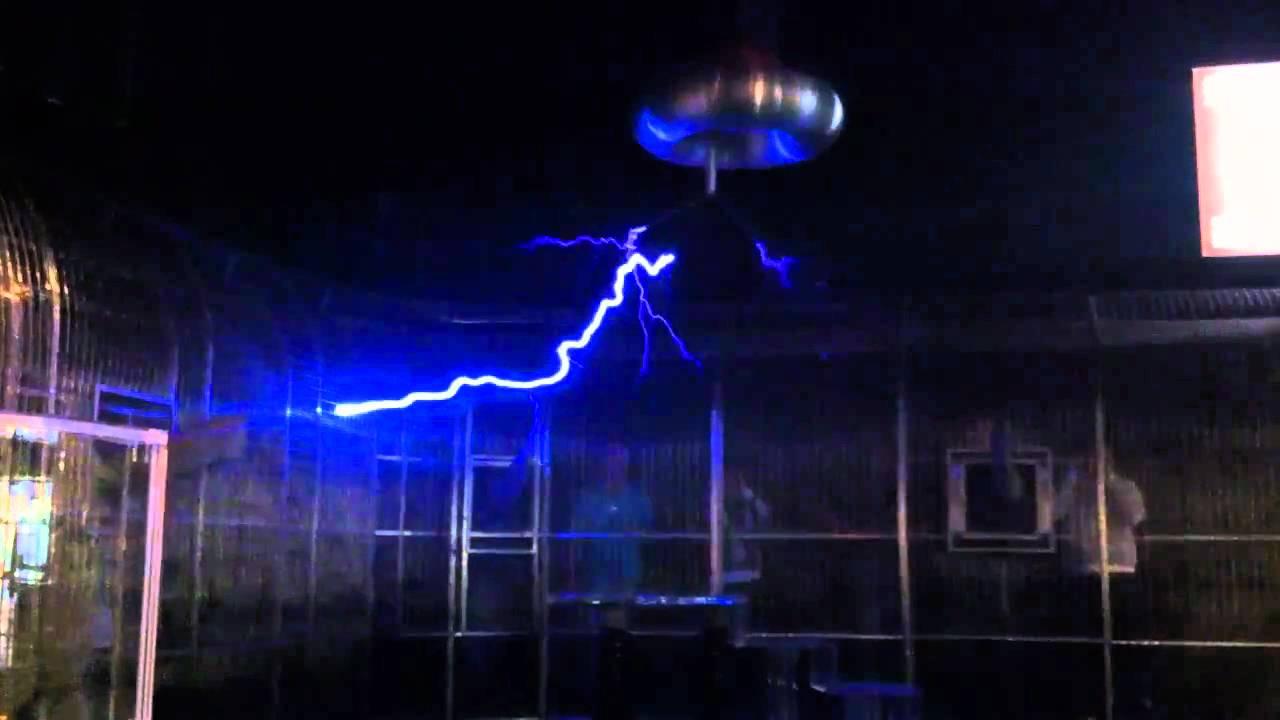 Teslaspule In Winterthur Technorama Youtube