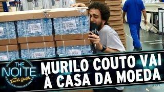 Murilo Couto vira Otávio Mesquita e vai à Casa da Moeda | The Noite (19/12/16)