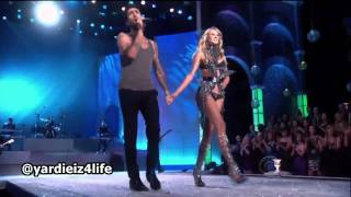 Download Lagu Maroon 5 - Moves Like Jagger, Victoria's Secret Fashion Show Live Performance.mp4 Gratis STAFABAND