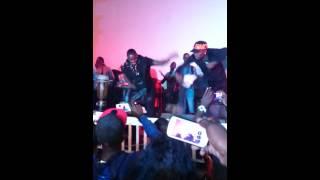 Akon danse le mbalakh avec Waly Seck au Penc Mi