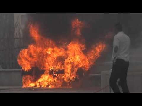 Auto in fiamme a Rimini, corrono i pompieri