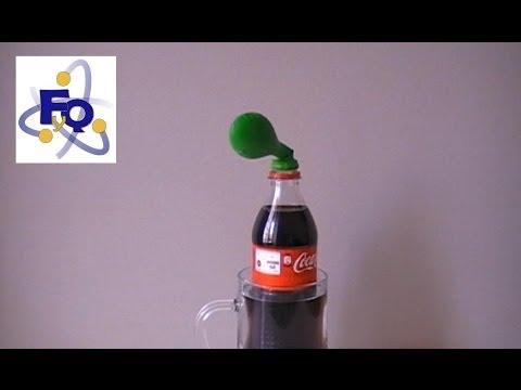 Inflar un globo con coca cola