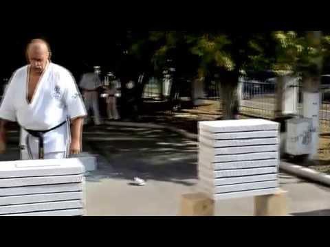 Спорт-выбор сильных. Разбивание бетонных блоков. Киокушинкай карате.